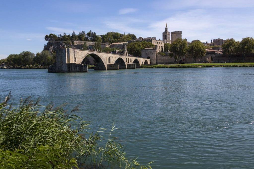louer une 2CV en Provence - pont d'Avignon