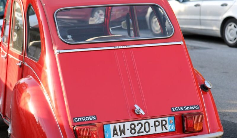 2cv-rouge-location-Provence