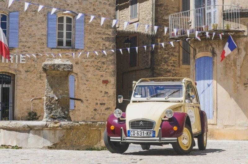 location 2cv jaune Panama et bordeaux - Provence
